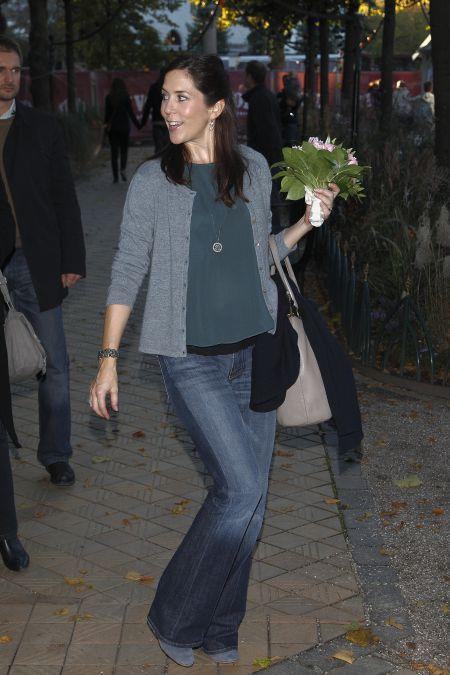 20 BILLEDER: Kronprinsesse Mary afslappet i jeans | BILLED-BLADET