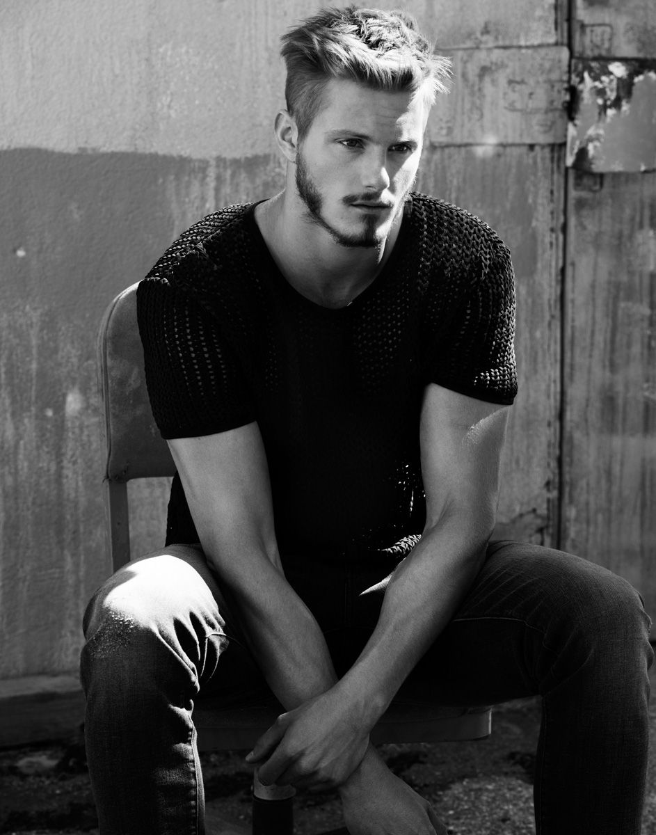 naked Alexander Ludwing Alexander Ludwig Heads Outdoors for Flaunt Photo Shoot
