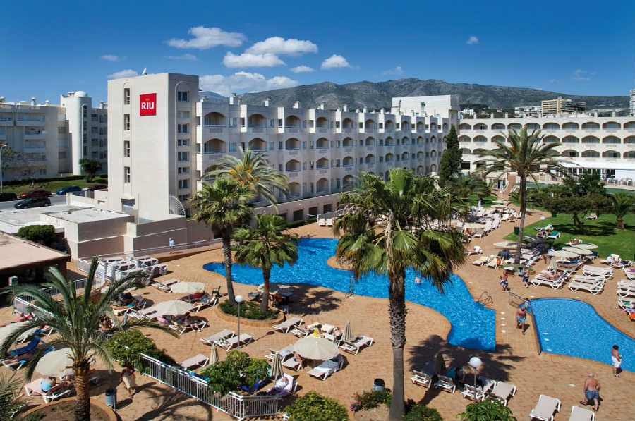 Riu costa lago is in the pleasant town of torremolinos for Hotels malaga