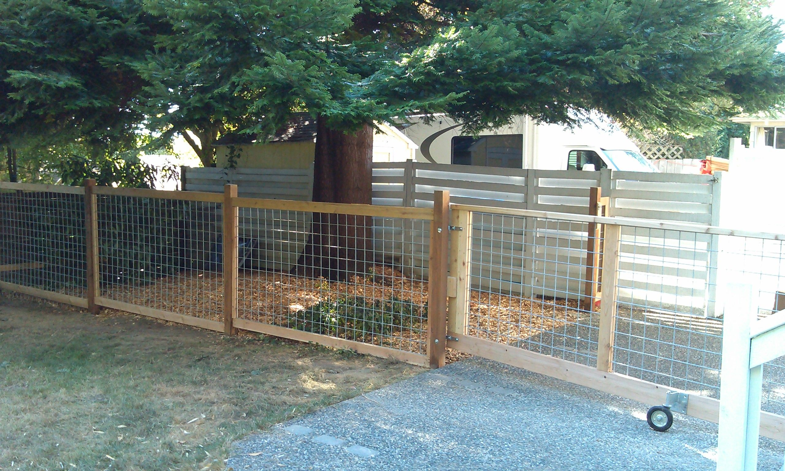 Dog Run Ideas Rolling Fence For The Dogrun Home Outdoor Dog Runs