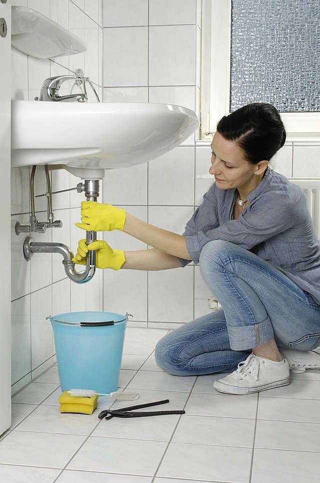 Verstopften Abfluss reinigen Ausguss reinigen, Haushalt