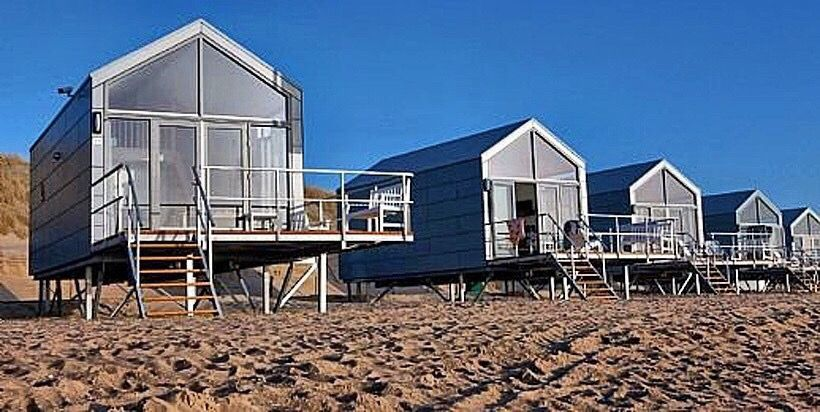strandhaus ein echtes wow ferienhaus in nord holland direkt am strand am meer mit meerblick. Black Bedroom Furniture Sets. Home Design Ideas