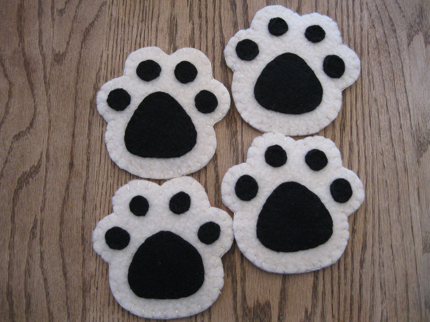paw print felted wool coasters #feltedwoolanimals