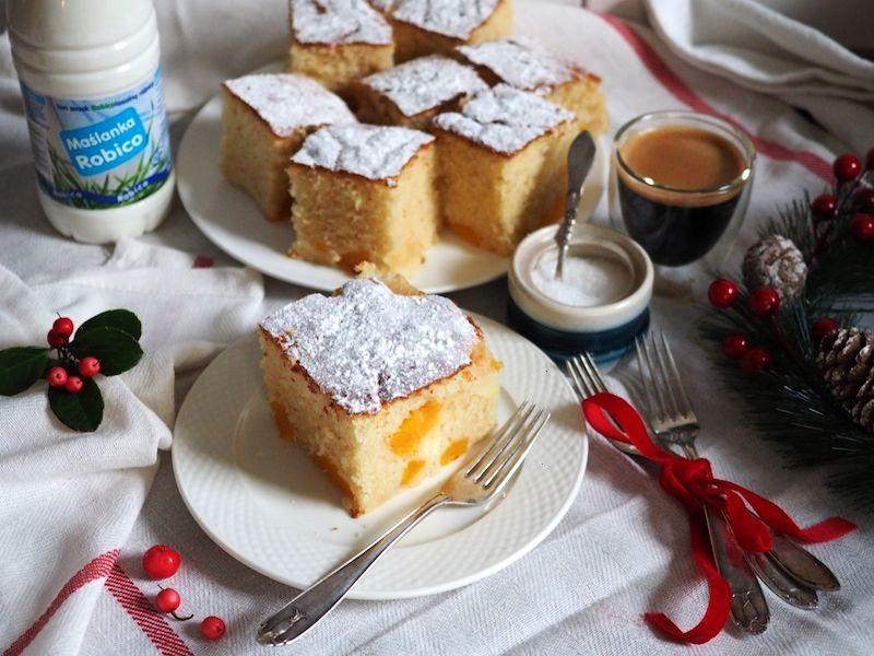 with peaches Ingredients Eggs 3 PCs. Sugar 1 Cup Coconut oil 1/2 Cup Buttermilk 300 g Flour 2,5 tb