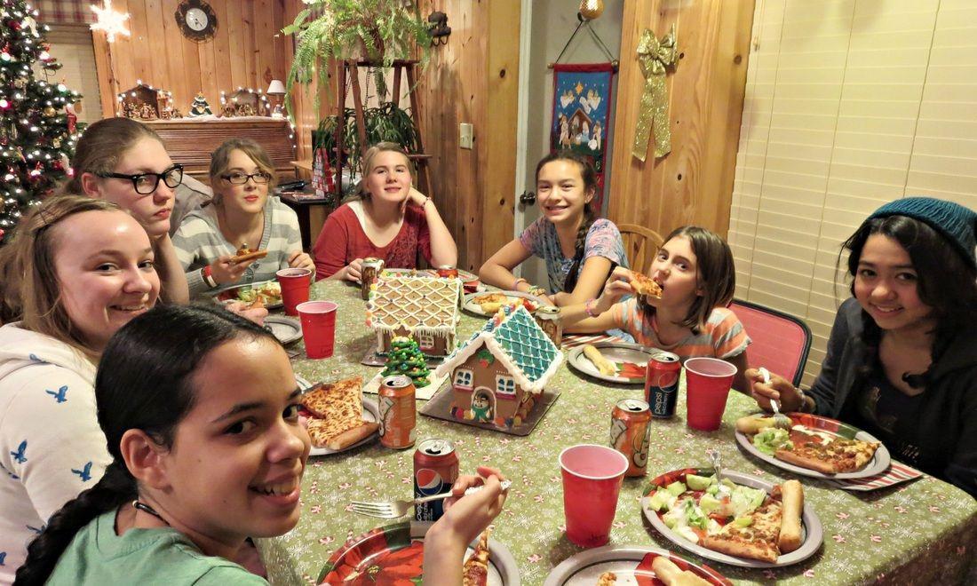 Teen Christmas Party Ideas Part - 39: Teen Christmas Party Ideas Gingerbread House Decoration Ideas  Http://www.joyinourjourney.