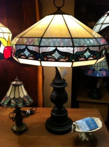 746209f62933 geometric tiffany style table lamp. crack free