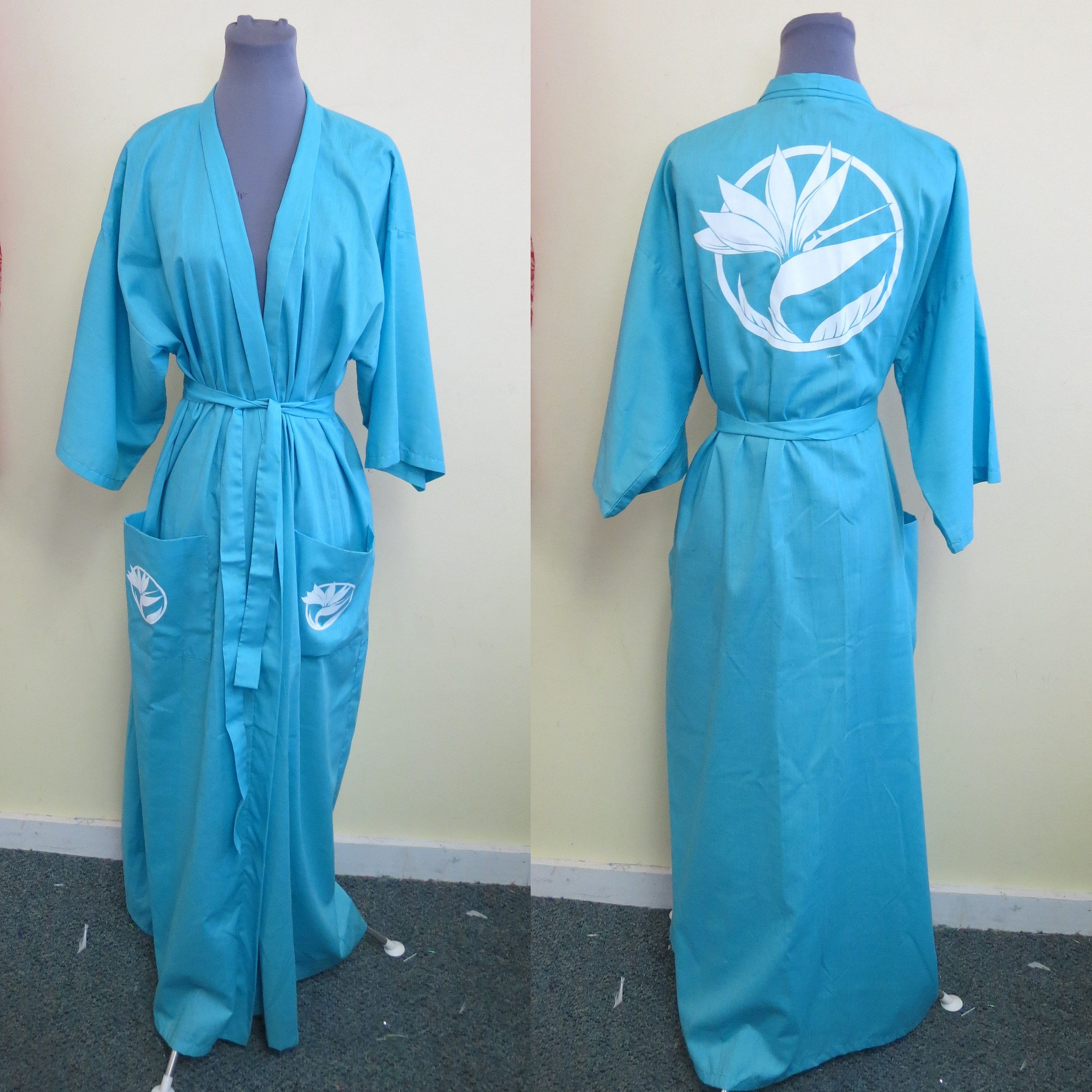 Vintage 50 s Oriental Asian Beautiful Silk Robe Navy blue silk with ... 22e7a0993