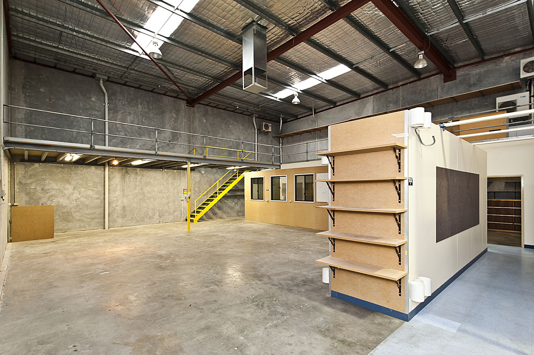A Well Designed Street Front Office Warehouse With 3 Offices And
