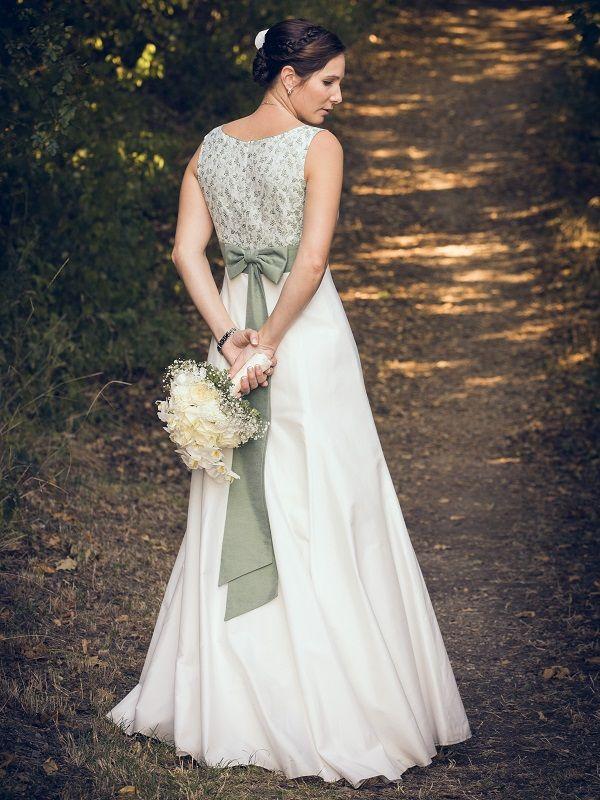 Trachtenhochzeit im weißen Kleid | Traditionelle hochzeit ...