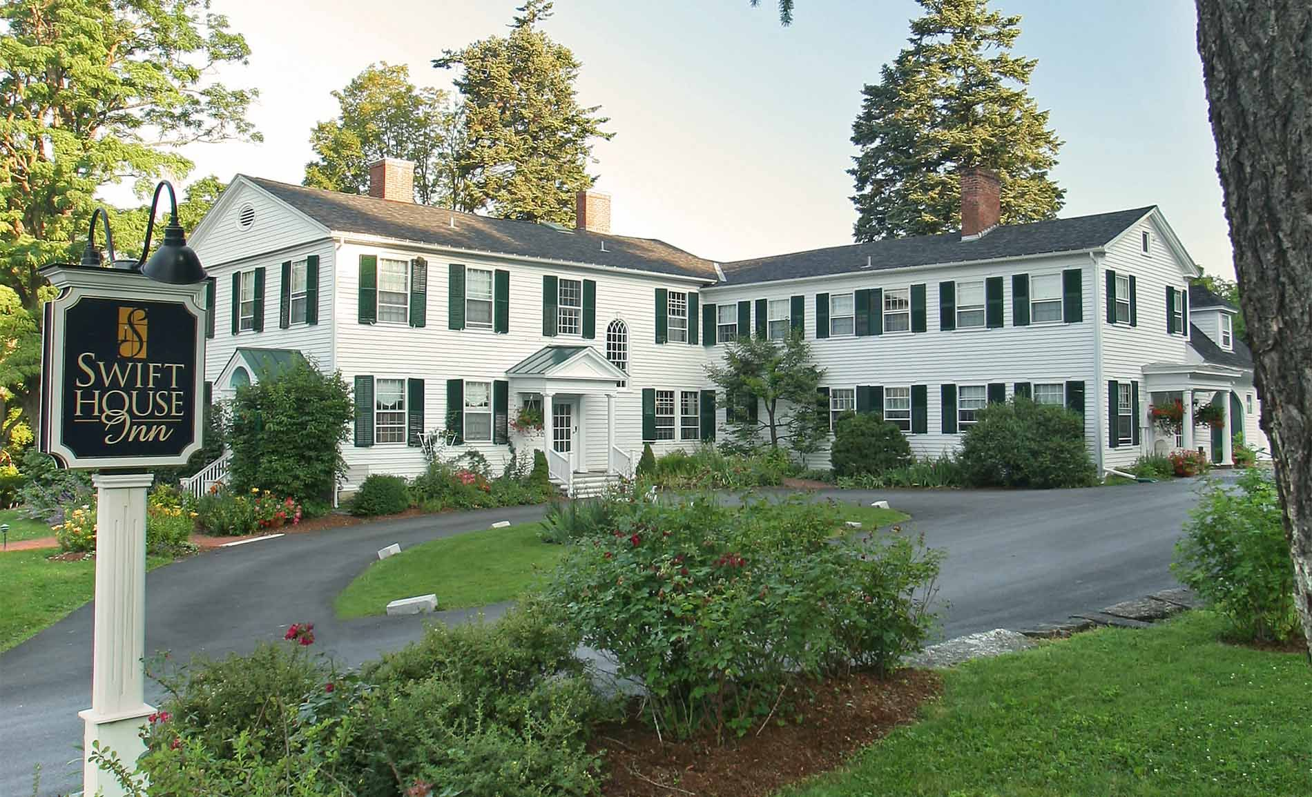 Swift House Inn, Middlebury. Lodging and dining. Maine