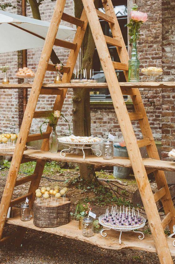 Photo of Buffett-idé til grillfest – ide om utendørs festdekorasjon. En hjemmelaget hylle …
