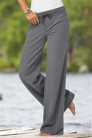 Comfort: Most Parisian women wear yoga pants for comfort during ...