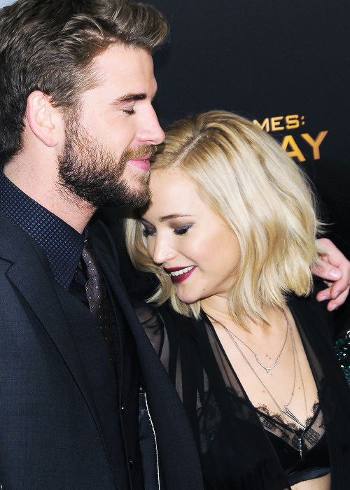 "Jennifer Lawrence and Liam Helmsworth at the premiere of ""Mockingjay part.2"" in New York, 2015."