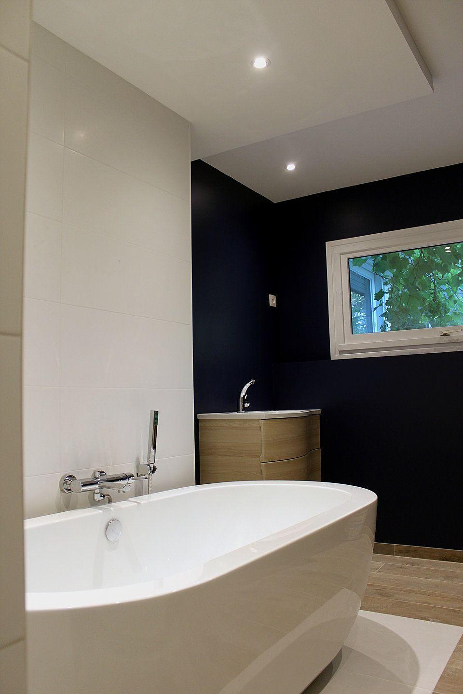 Salle De Bain Vasque Ilot ~ salle de bain carrelage effet bois baignoire il t peinture bleu