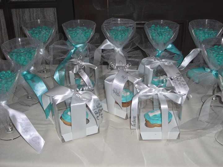 favours clear box to see tiff blue cupcakes bridal shower pinterest tiffany s bridal showers and favors