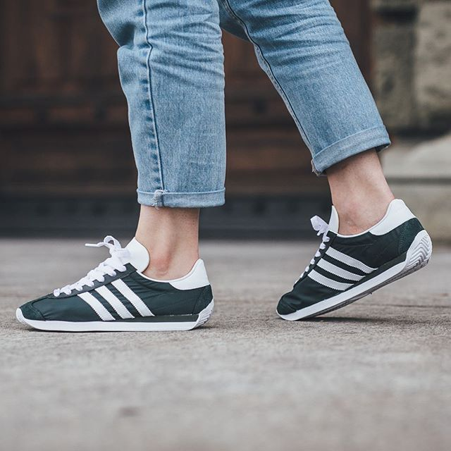 Adidas Country OG W - Pine Green/Footwear White available now in