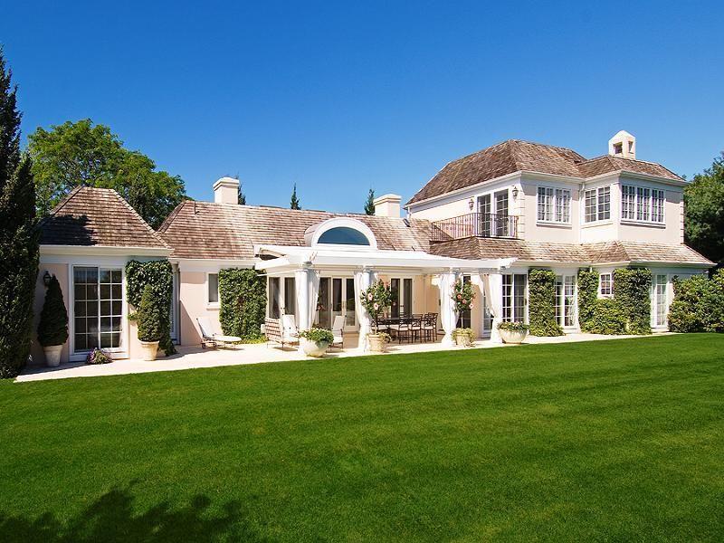 Adrienne Vittadini in the Hamptons (Photos) - Luxist