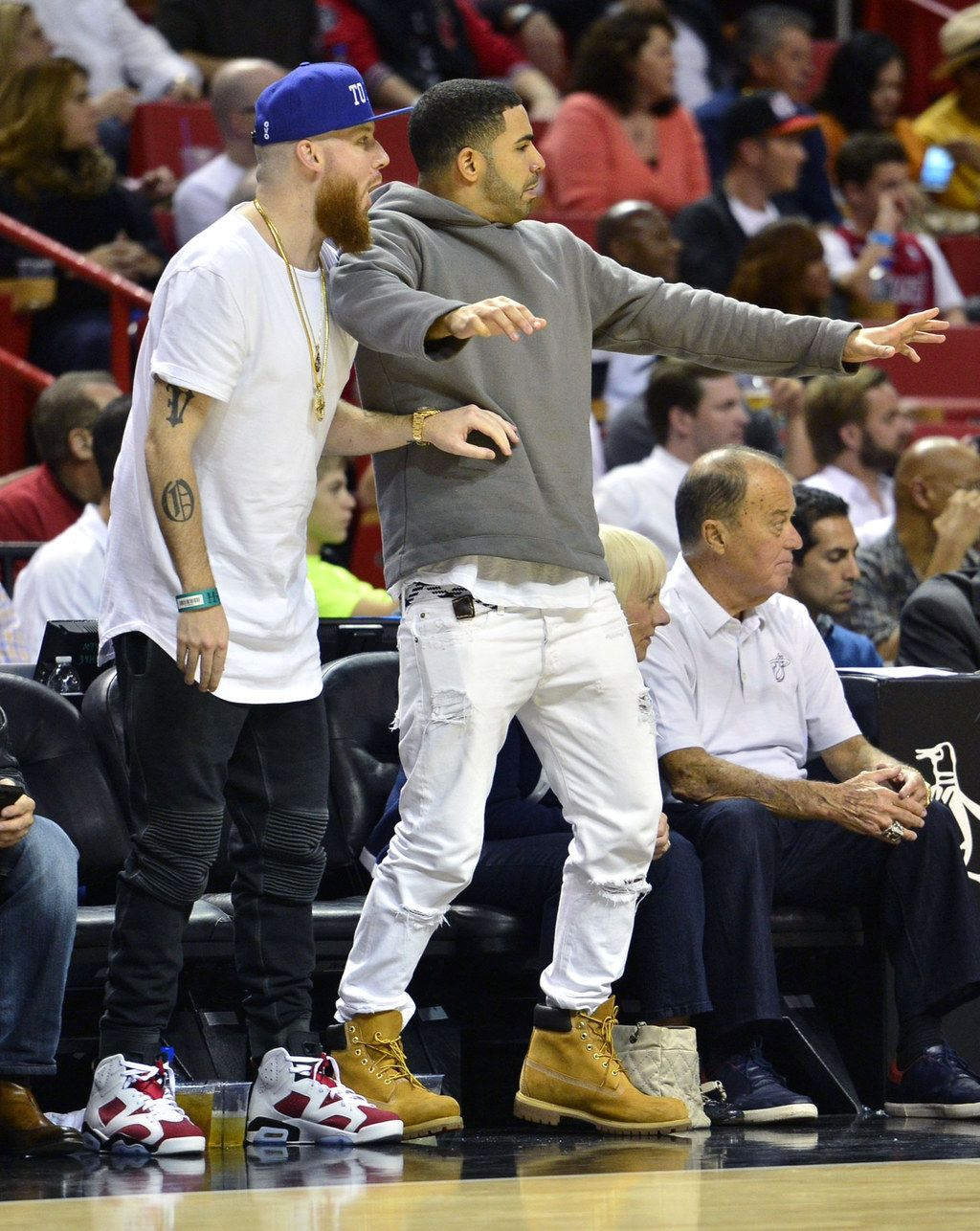 The 7 Stages Of Drake At A Basketball Game Rihanna