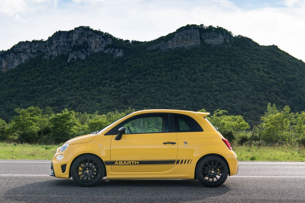 Abarth 595 Competizione In 2020 Fiat Abarth Sports Cars Fiat 500