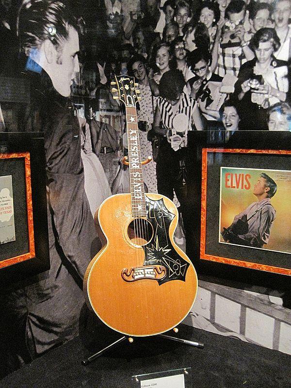 7609c6db8c Elvis Presley s 1956 Gibson J-200 acoustic guitar