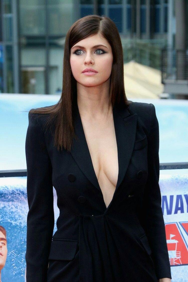 Brunette actresses under 40