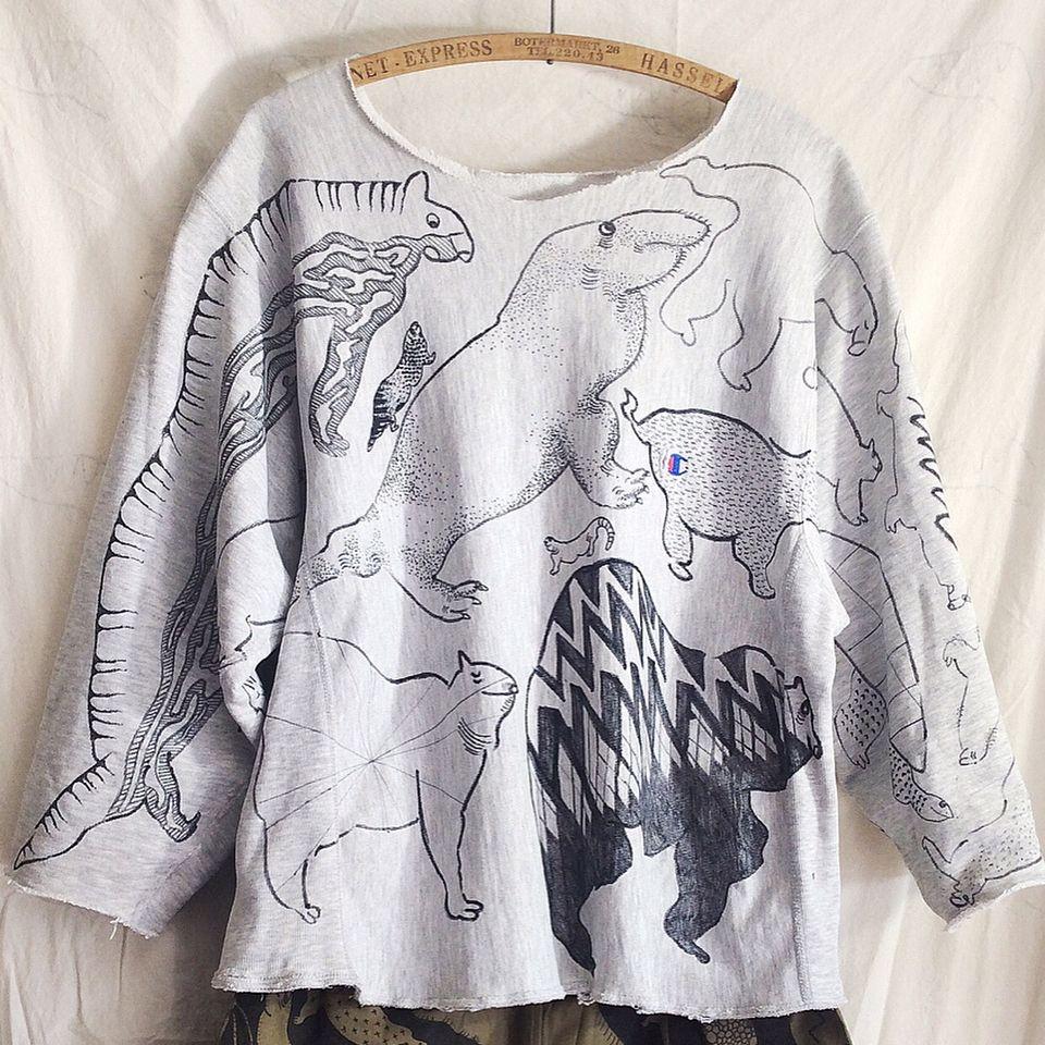 OMAさんはInstagramを利用しています:「OMA overdrawing sweatshirt 62 〈satisfaction 〉mutation length,undead, 神話時代の動物たち|animals of the mythical period Gray L…」
