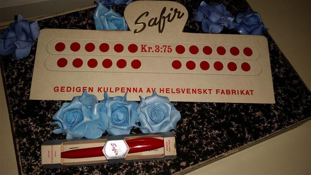Annons på Tradera: Antik Unik Safir samlarpenna i förpackning med pennställ början 1900talet