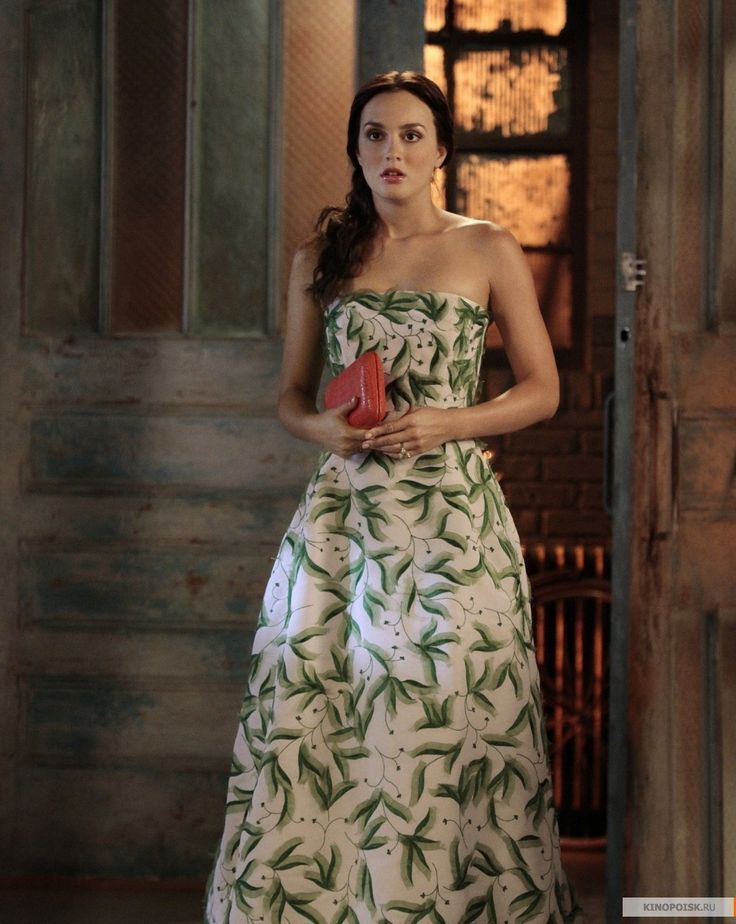 5x01 Yes Then Zero. Oscar de la Renta gown and Nancy Gonzalez clutch.