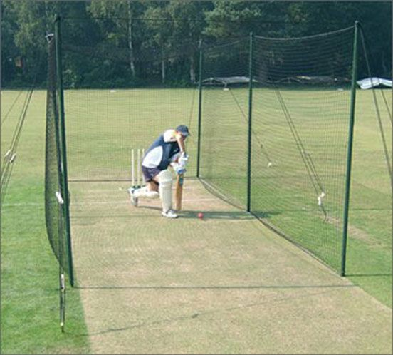 Senior Garden Lawn Cricket Nets For Outdoor Use Wooden 2 7m Tall Poles With Guy Ropes And Pegs Designed For Lawn Use T Cricket Nets Cricket Equipment Cricket