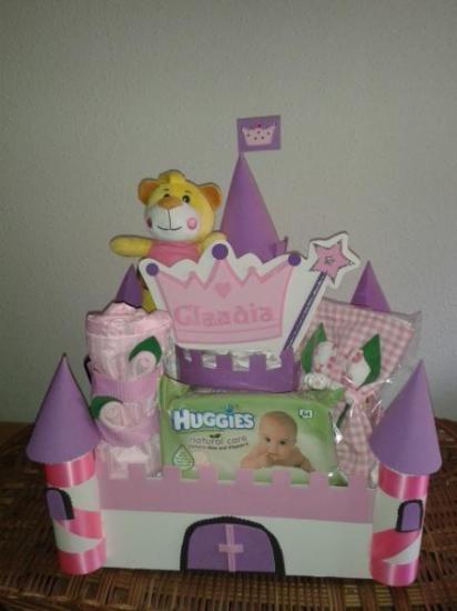 castillo de pañales rosa con regalo  pañales,goma eva,articulos para bebé artesanal