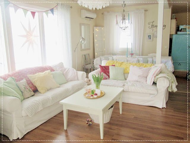love white couches!