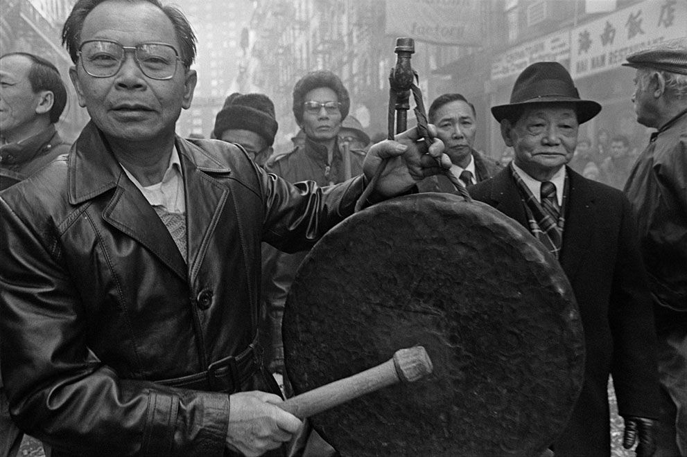 Celebrating Chinese New Year on Bayard St., in New York City's Chinatown, in 1984. (© Bud Glick) - See more at: http://audreymagazine.com/photographer-captures-new-york-chinatown-in-the-early-1980s/#sthash.VWdECMgx.dpuf