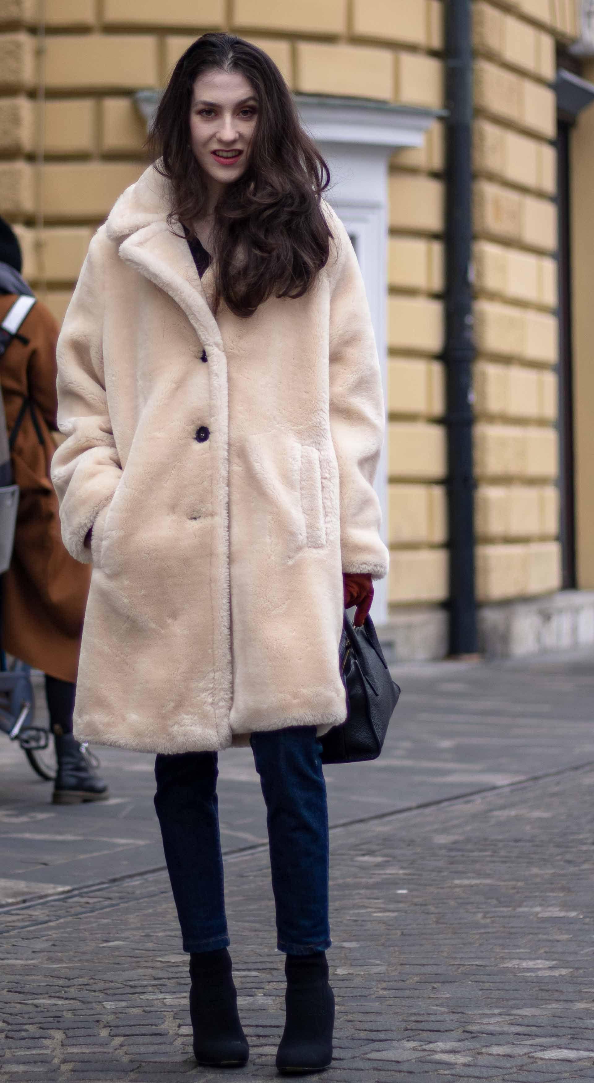 Fashion Blogger Veronika Lipar of Brunette from Wall Street sharing IT 9-5 2019  winter 41d47a3672fcb