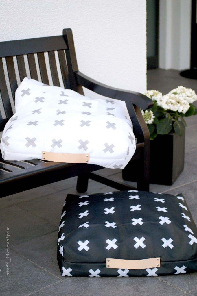outdoor kissen aus duschvorhangstoff mit lederriemen von schumann 6 schwarz weiss deko. Black Bedroom Furniture Sets. Home Design Ideas