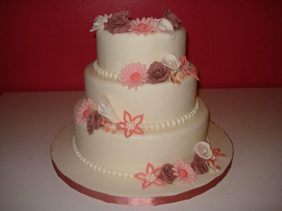 Roze/witte bruidstaart