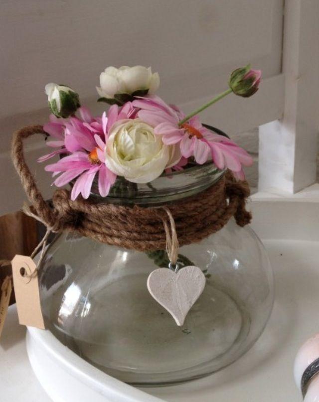 Decoratie bloemen in glazen pot bloemen touw vazen en for Bloemen decoratie