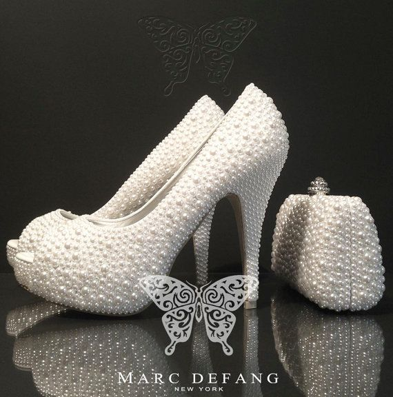 Roaring 20s women's s shoes online. Shop the best s T-Strap (T-bar), Mary Jane, oxford, heels and pumps with flapper appeal and new shoe comfort.