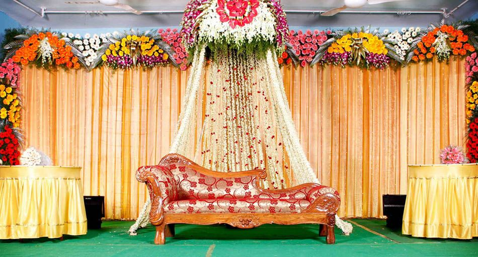 Wedding stage hall mandapam balloon flower decorations Simple flower decoration ideas