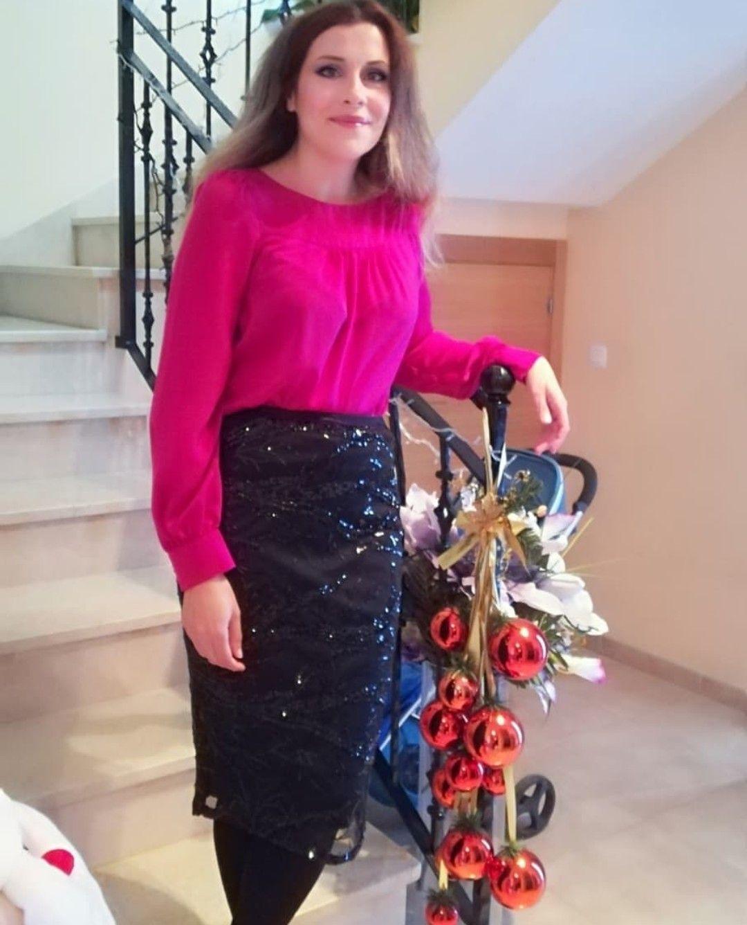 Falda lápiz con lentejuelas y blusa en color violeta. #fashion #moda ...