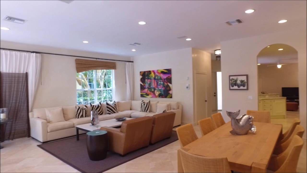 Privacy of a home within a condominium community porto