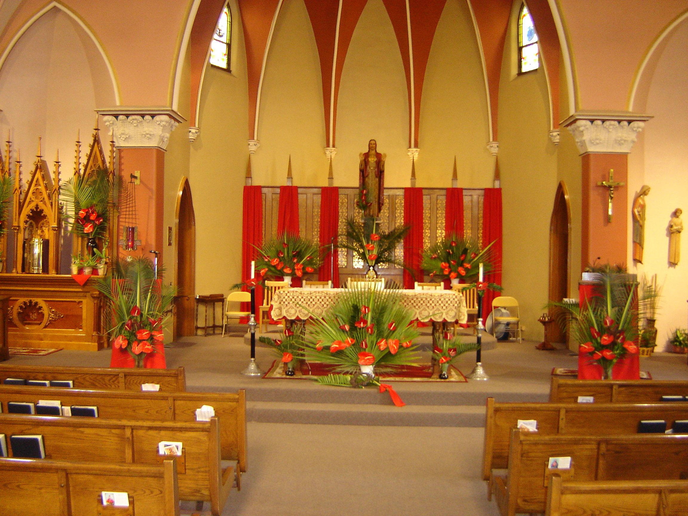 Decorating an altar for palm passion sunday palm sunday for Altar decoration
