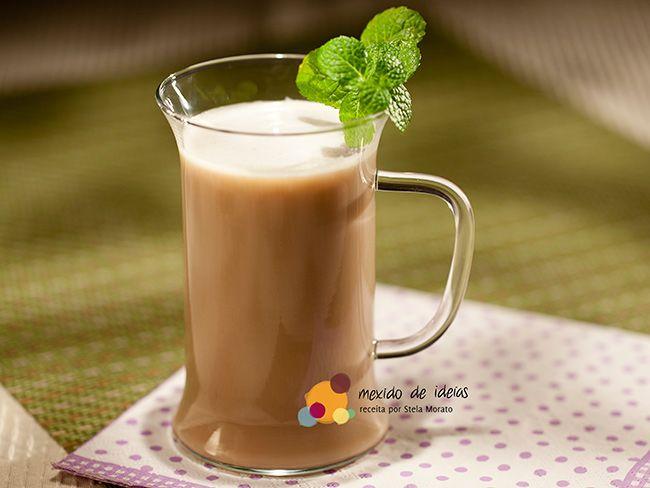 Que tal acrescentar um perfume delicioso em seu cappuccino. Conheça o cappuccino com chá de lavanda. #Receita #Cafe #Cha #Lavanda