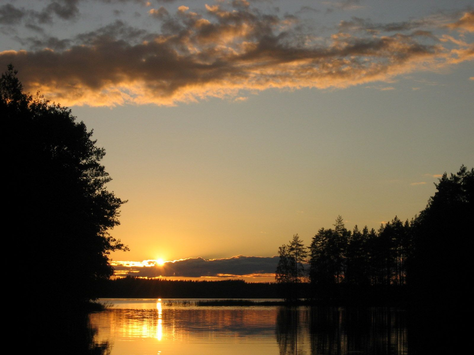 Gorgeous_sunset_at_Äyrätsalo_-_panoramio.jpg (1600×1200)