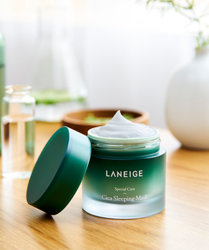 This Laneige Cica Sleeping Mask is overnight magic in a tub! This sleeping mask is intensely hydrating and soothing, working its magic whilst you sleep. With the powerful 'Forest Yeast' it helps to strengthen and protect the skin barrier, leaving even the driest skin appear soft and nourished. Suitable for all skin types - Dermatology tested and hypoallergenic it is perfect for those with sensitive skins. Key Point 01. Barrier strengthening maskA barrier mask for strengthening skin's own power t