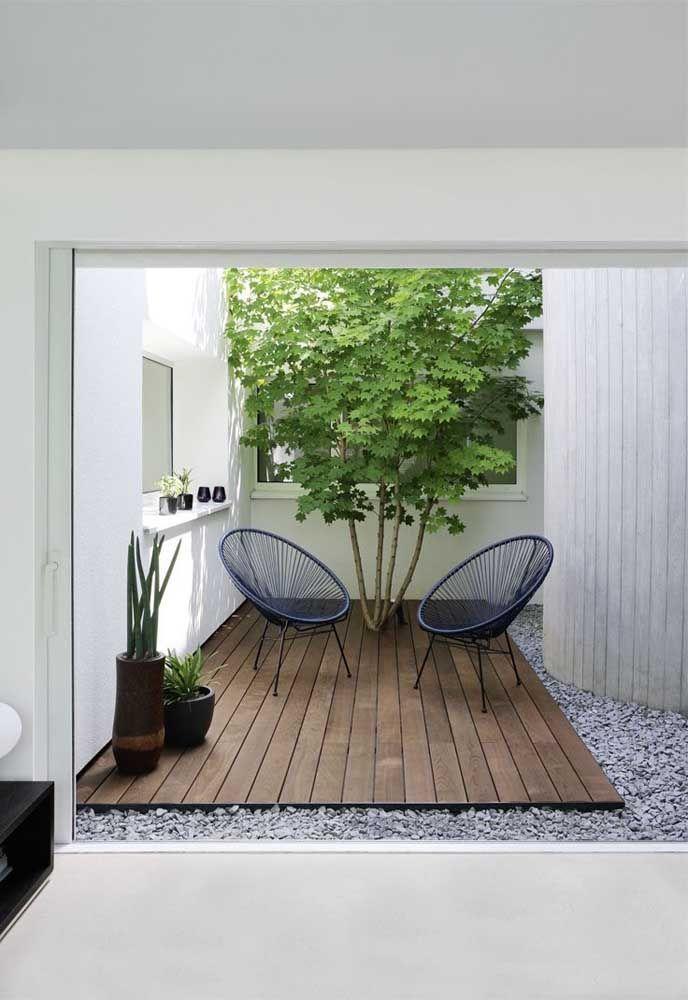Déjà ici, l'option était de disposer d'une terrasse en bois pour accueillir ceux qui en ont besoin ... ,