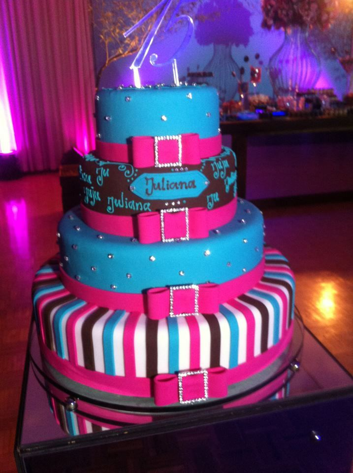 Pin by tudo bolo tudo festa on bolo de aniversario decorados sweet 16 cakes sweet 15 cake cookies debutante candies anniversary cakes decorating cakes new ideas conch fritters altavistaventures Gallery