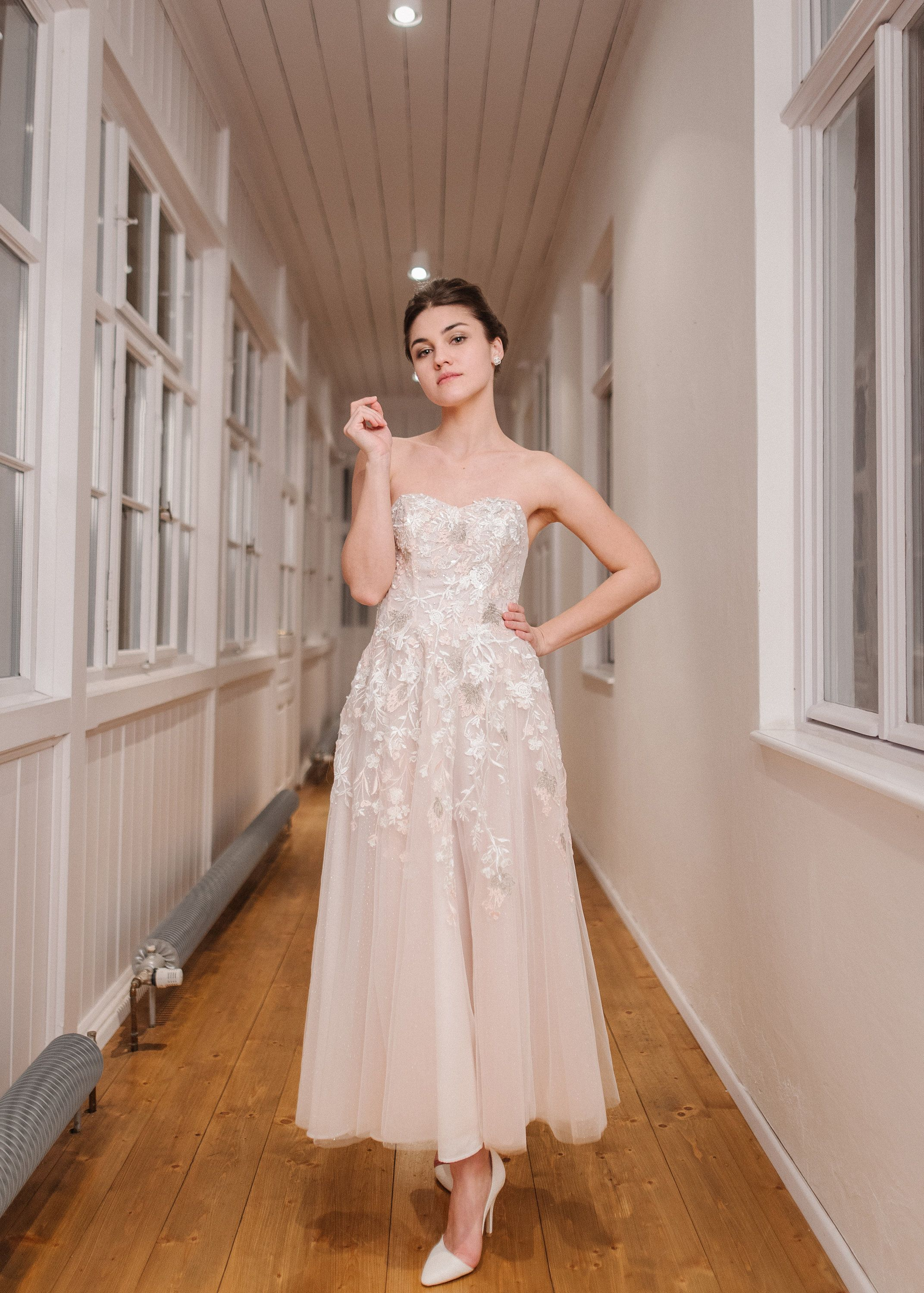 Nontraditional wedding dress with detachable courttrain