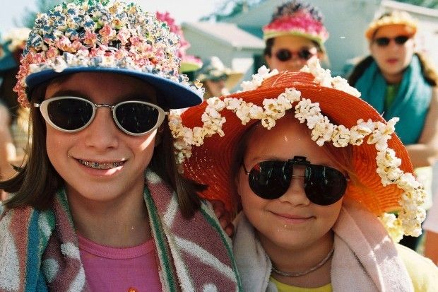 Decorate your sun hat with delicious popcorn!