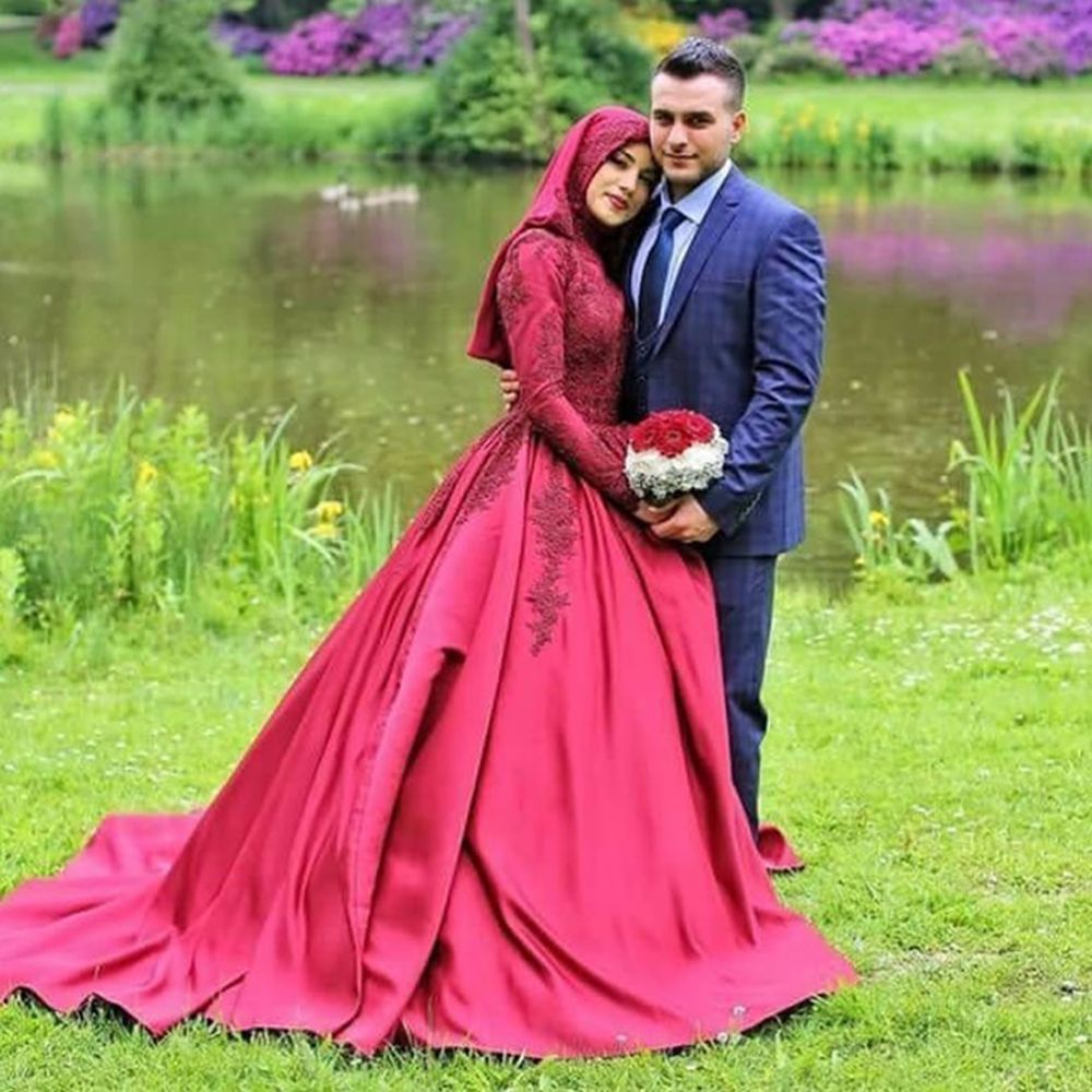 Red Satin Long Sleeve Muslim Wedding Dress 2016 Beaded Lace Appliques Ball Gown Bridal