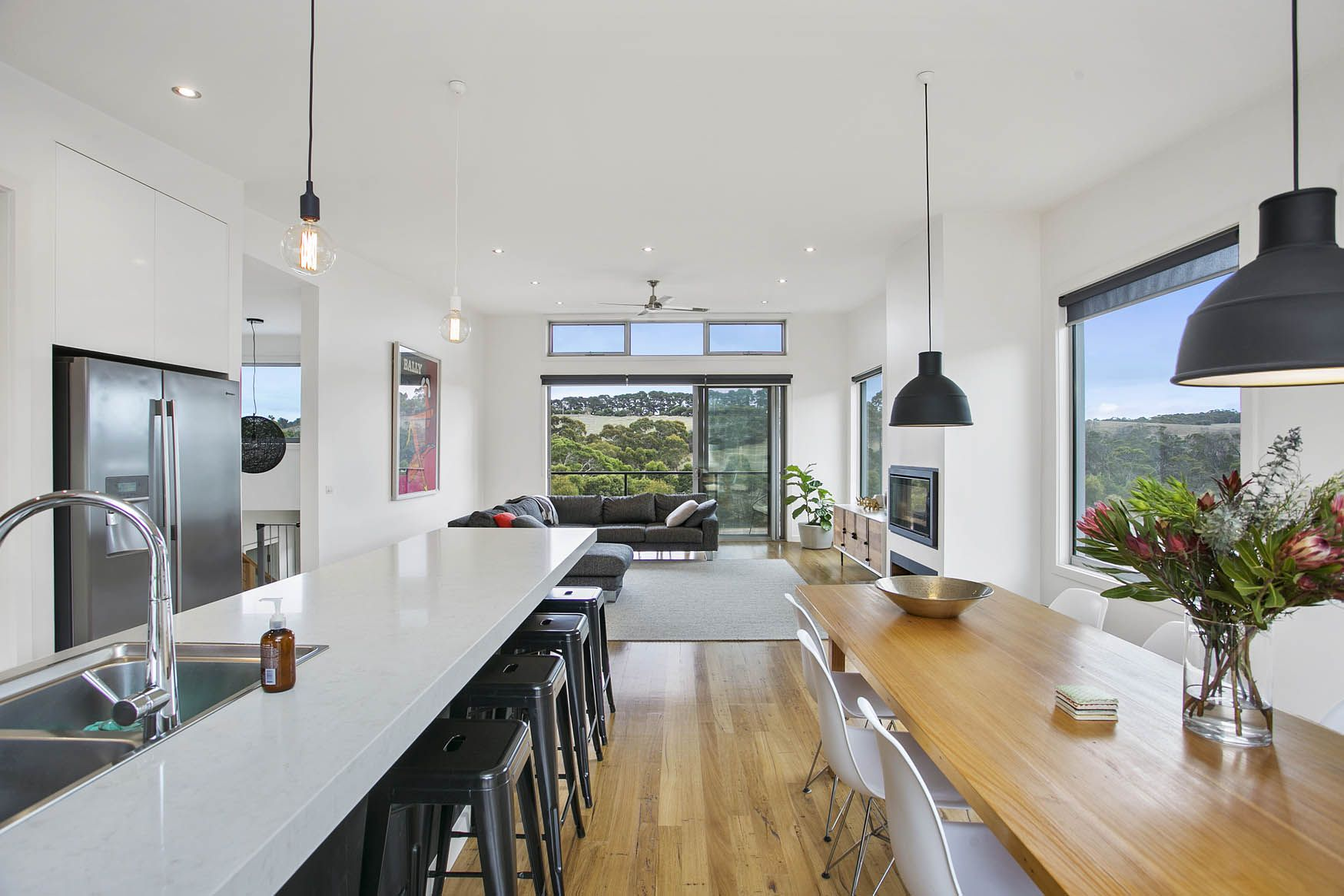 TORQUAY II: Custom designed family home in Torquay on sloping block ...